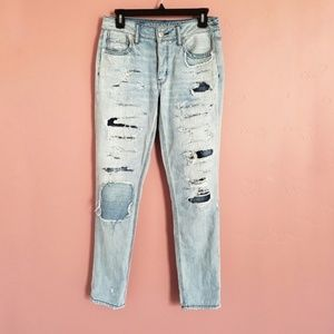 Distressed Light Wash Tomgirl American Eagle Jeans